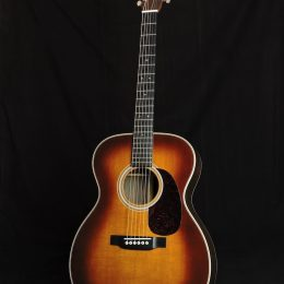 Martin 000-28 Ambertone Front