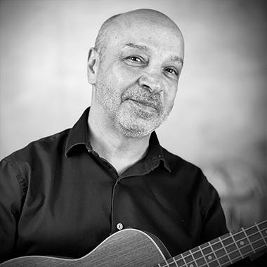 Vinnie Delbasso teaches Guitar and Ukulele